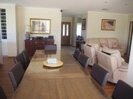 Executive family home with great outdoor area, Strathfieldsaye (Mandurang yakınında)