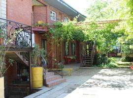 Guesthouse on Trudyaschikhsya
