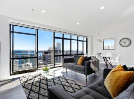Central 12th floor Apt with City & Harbour Views