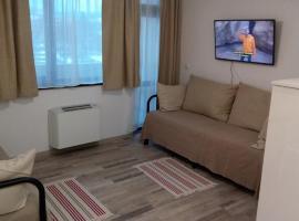 Khan Krum Apartments, Elin Pelin