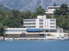 Hotel Bebić, Ploče