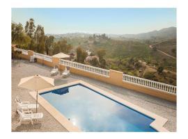Three-Bedroom Holiday Home in Velez-Malaga, Велес (рядом с городом Лос-Пуэртас)