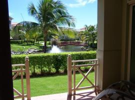 Modern Updated Lake View Villa, Humacao