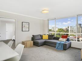 Light Filled Apartment Moments from the CBD - RAND3, Sidney (Centennial Park yakınında)