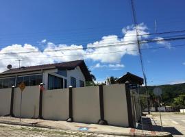 Casa Zimbros, Bombinhas (Porto Belo yakınında)
