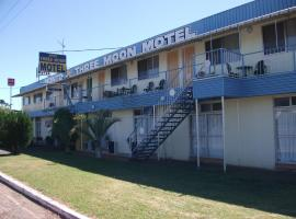 Monto Three Moon Motel, Monto