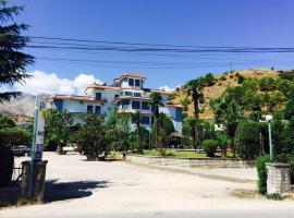 Hotel Parku i Palmave, Gjirokastër (Goranxi yakınında)