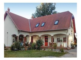 Three-Bedroom Apartment in Tabdi, Tabdi (рядом с городом Kiskőrös)