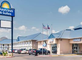 Days Inn & Suites by Wyndham Laredo