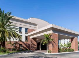 Days Inn Suites By Wyndham Fort Myers Near Jetblue Park