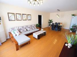 Three-Bedroom Apartment Next to Wangjing Metro Station, Pekin (Wangjing yakınında)