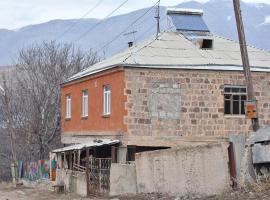 Armenuhi, Urts'adzor (Ararat yakınında)