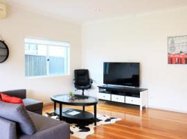 Sydney finest spacious house for a family retreat, Miranda (Engadine yakınında)