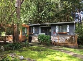 Sticks and Stones Cottage-Arbutus Grove, Galiano (Mayne Island yakınında)