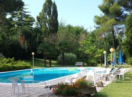 Pesaro - House in the Park to 3 km from the sea. Peace and absorbed relax., Pesaro (Novilara yakınında)