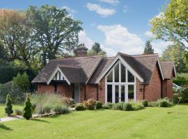 Grovelands Lodge, Twineham