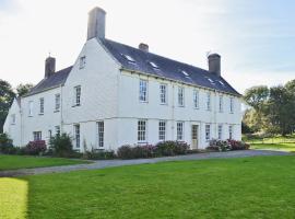 The East Wing, Dinas (рядом с городом Llandudwen)