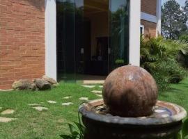 Casa Vargem Grande Paulista, Vargem Grande Paulista (Caucaia do Alto yakınında)