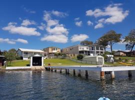 The Lake Escape, Mannering Park