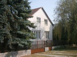 Fenyveskert Üdülőház, Balatonfőkajár
