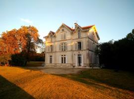La Demeure De La Touche, La Vergne (рядом с городом Le Pin-Saint-Denis)