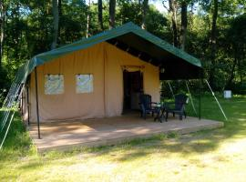 Safari tent at Minicamping Chateau de Satenot, Ternant (рядом с городом Tazilly)