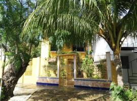 COZY YELLOW HOUSE 2BDS / 1KNG #3