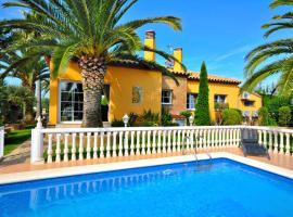 Casa con jardin y piscina en el nau, Сант-Педро-Пескадор (рядом с городом San Pedro Pescador)