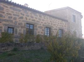 Casa Rural de Benjamin Palencia, Villafranca de la Sierra (рядом с городом Навасепедилья-де-Корнеха)