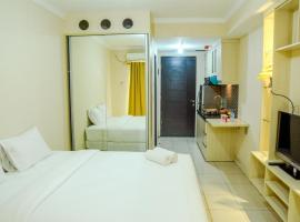 Modern Studio Room at Grand Serpong Apartment By Travelio, Warungmangga (рядом с городом Pakulonan)