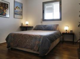 Herzliya Rooftop Special 2 room Apartment, Герцлия (рядом с городом Ramat HaSharon)