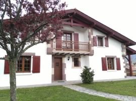 Location d'une maison typique du Pays Basque, Caro (рядом с городом Saint-Michel)