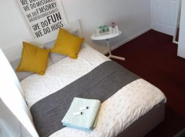 Double room in welcoming home II, Nottingham