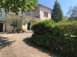 Villa Palmina, Castelnuovo Parano (San Giorgio a Liri yakınında)