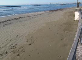 Beach Apartment Larnaca, Larnaka (Dhekelia Cantonment yakınında)