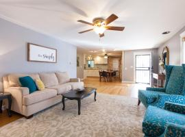 Gorgeous home, walk to lightrail, 20 minute drive to Denver, Littleton