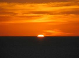 sunset court holiday home, Christies Beach (Port Noarlunga yakınında)