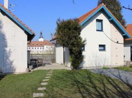 House next to the river Berounka, Dobřichovice (Líšnice yakınında)