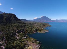 Villas de Atitlan, Серро-де-Оро (рядом с городом Сан-Лукас-Толиман)