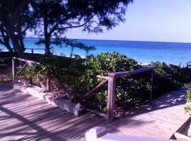Bay Front Beach Villa, Calvin Hill (Alexander yakınında)