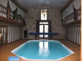 Gîte avec piscine intérieure, Les Fougères (Near Guéret)