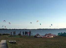 Kitesurf Friend's LoStagnone direttamente sul mare