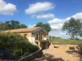 Raithby Hill Reservoir - Unique, luxury eco-lodge with amazing views, Raithby (рядом с городом Spilsby)