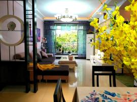 Langzhong Ancient Town Romantic Lavender Theme Suite 3 Guest House, Langzhong (Cangxi yakınında)