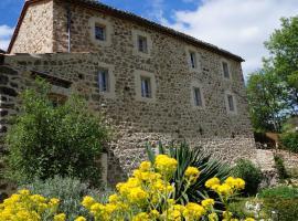 """Gîte **** """"le refuge des fées"""", Saint-Julien-du-Gua (рядом с городом Saint-Pierreville)"""