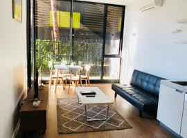 Cosy, Relaxing One Bedroom Apartment Next to Royal Melbourne Hospital, Melbourne (Near Parkville)