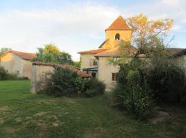 """Gîte """"Le Clocher"""", Pillac (рядом с городом Bors-de-Montmoreau)"""
