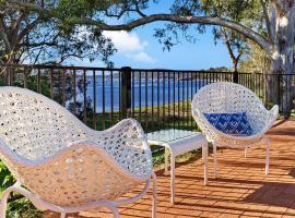 Hidden Luxury on the water! Bayview Cottage Only, Soldiers Point (Lemon Tree Passage yakınında)
