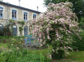 Château de Lamades, Burzet (рядом с городом Sagnes-et-Goudoulets)