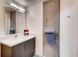 Beautiful 1 Bedroom LOFT W 1.5 Baths!